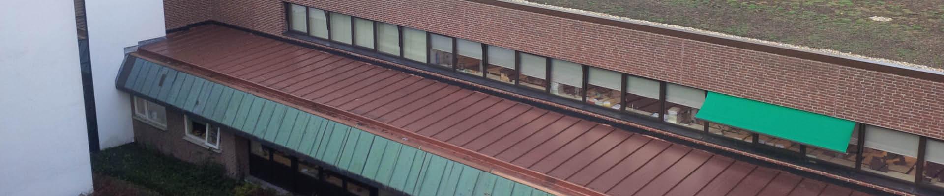 daken van gemeentehuis Smallingerland in Drachten